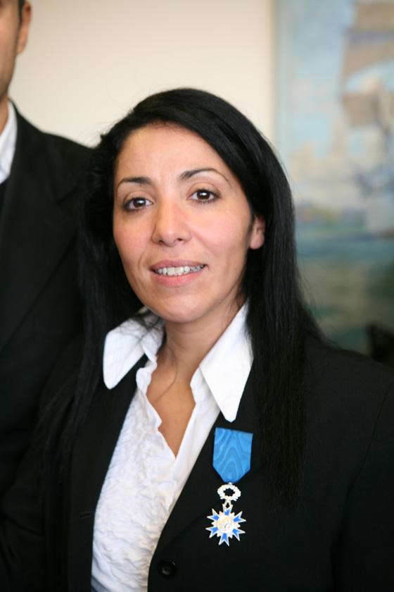 Bouchera Azzouz  Femme politique française Chevalier de l'ordre national du mérite